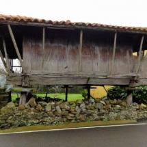 que-ver-en-muros-de-nalon-espana-horreo