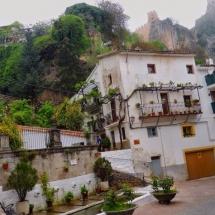 que-ver-en-la-iruela-espana-calles-min