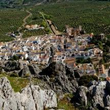 que-ver-en-zuheros-espana-paisaje-min