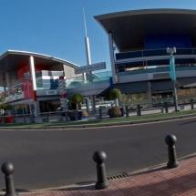 que-ver-en-adeje-espana-shopping-center-min