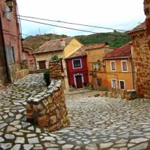 que-ver-en-anento-espana-calles-rurales-min
