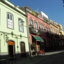 que-ver-en-arucas-espana-calles-casas-tipicas-min