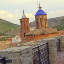 que-ver-en-illueca-espana-iglesia-torres-min