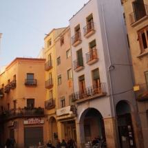 que-ver-en-valls-espana-placa-del-mercat-min